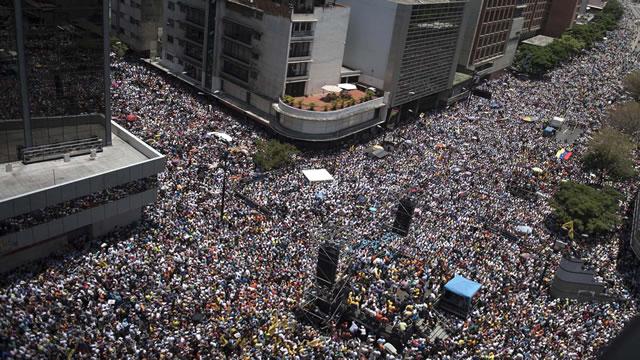 Venezolanos desbordarán las calles en otra protesta contra Maduro #19EnMarcha (Video)