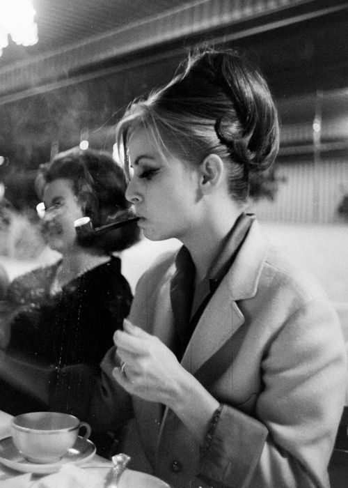 vintage photos of women smoking pipes in the past vintage everyday
