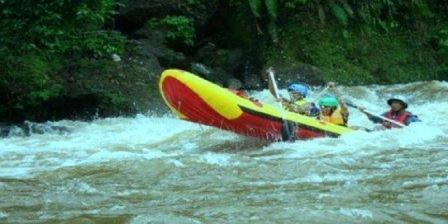 Arung Jeram di Sungai Teunom