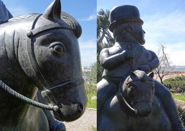 Le cavalier dirige son regard vers la sculpture Inversion de Roxy Plaine