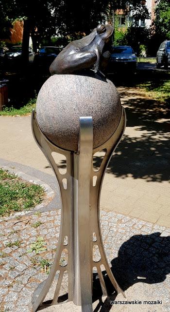 warszawa warsaw wola muranów żaba fontanna