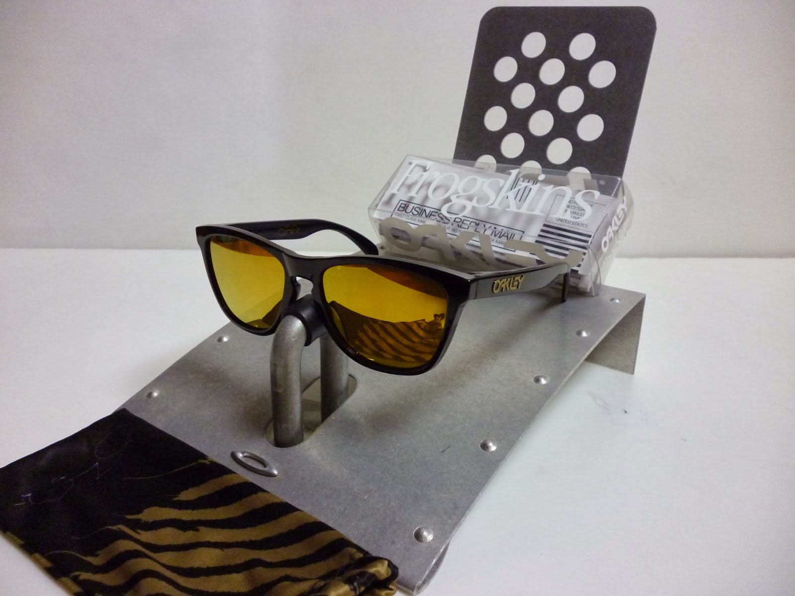 fc9ce4bfa9 Sam s Oakley Collection from SG Singapore  OAKLEY FROGSKINS SHAUN ...