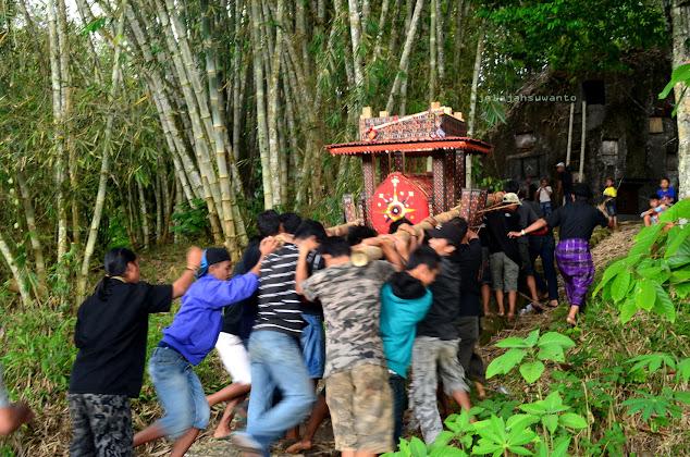 Prosesi Penguburan Rambu Solok di Tana Toraja || jelajahsuwanto