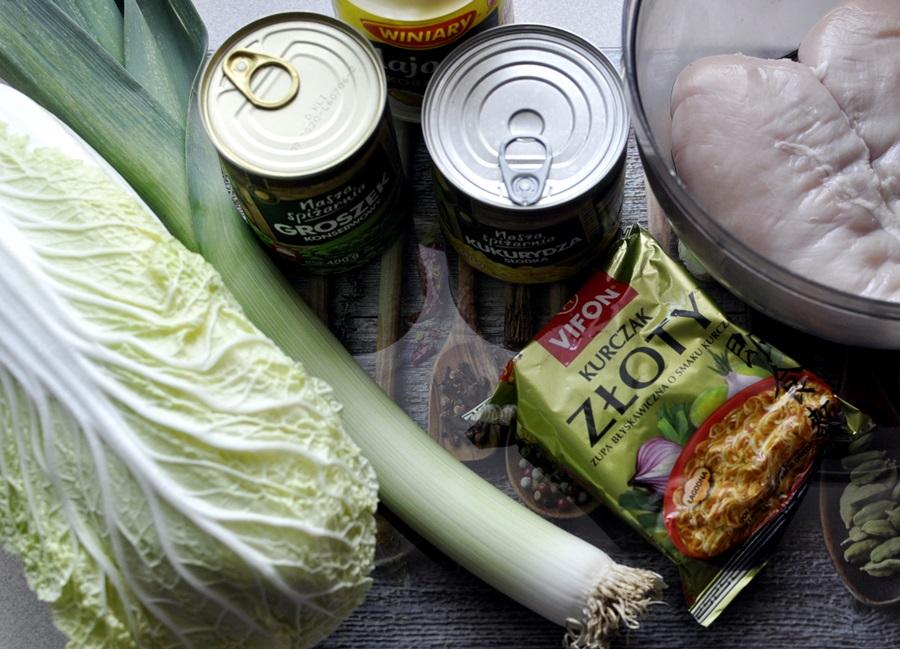 skladniki-na-salatke-z-zupek-chinskich