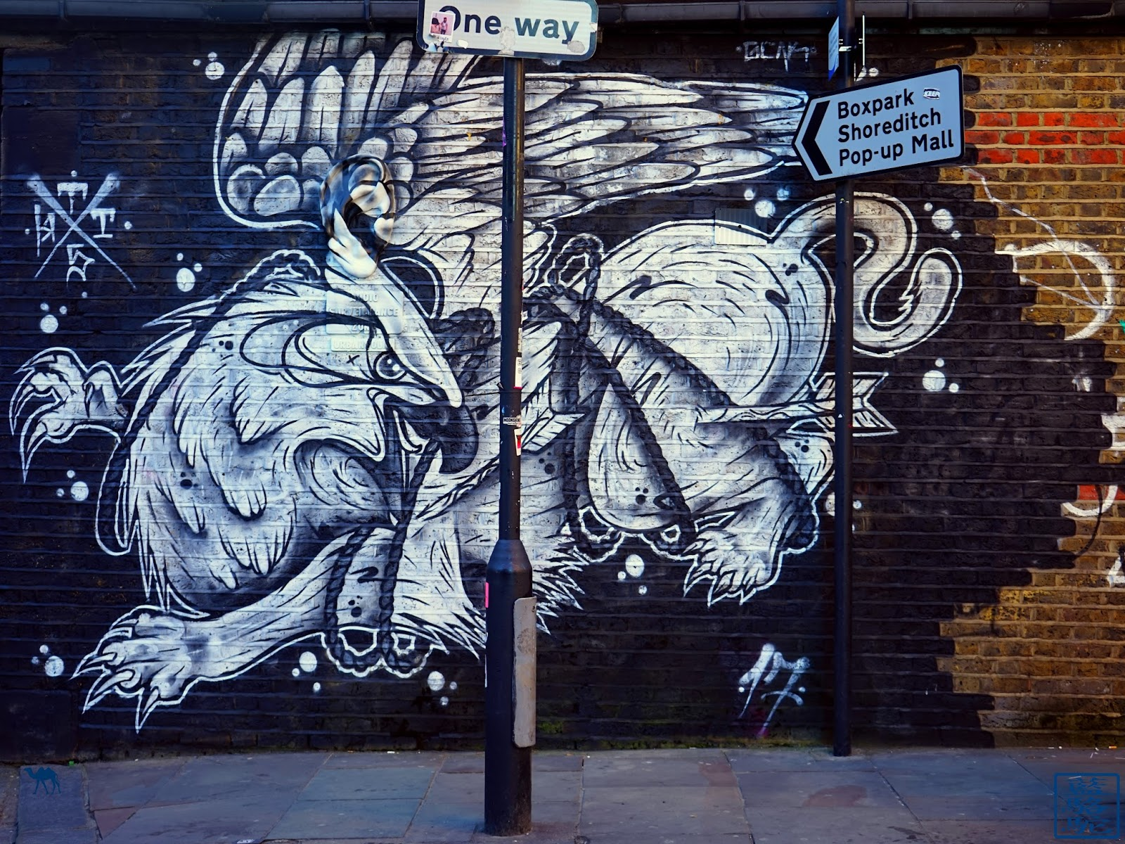 Le Chameau Bleu - Shoreditch Street Art UK London