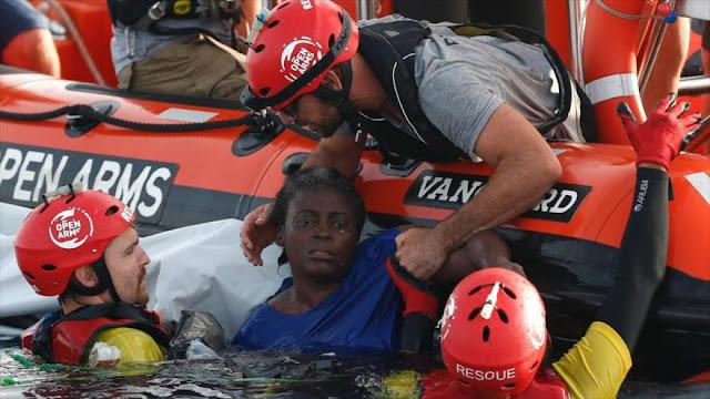 Mujer inmigrante sobrevive aferrada a un bote durante 48 horas