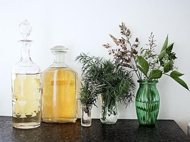 pots en verre et fleurs décoration scandinave