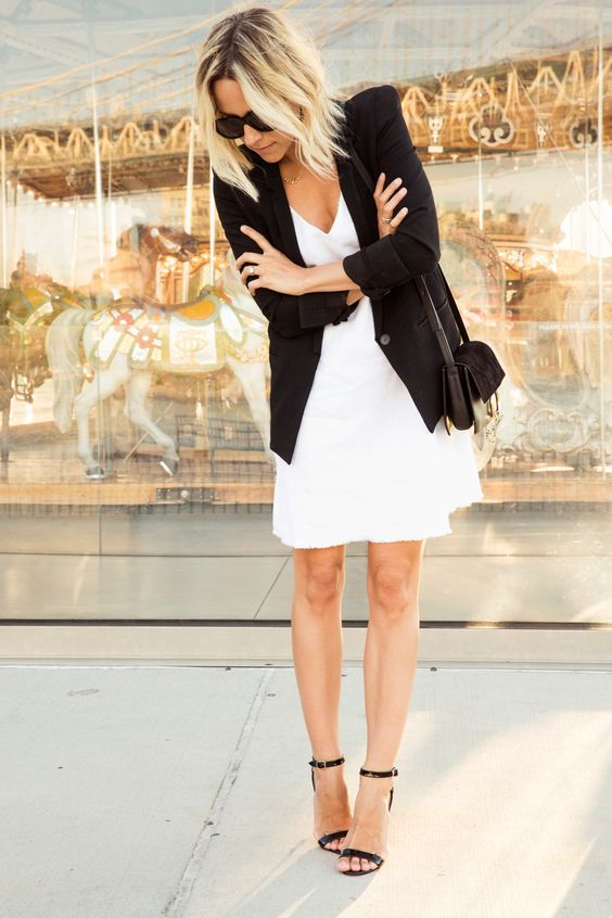 Robe blanche et veste