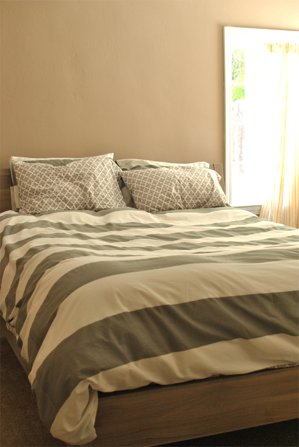 quiet like horses our new bed. Black Bedroom Furniture Sets. Home Design Ideas