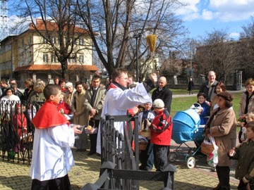 Polish Priest blessing Easter food baskets (Swiecone)