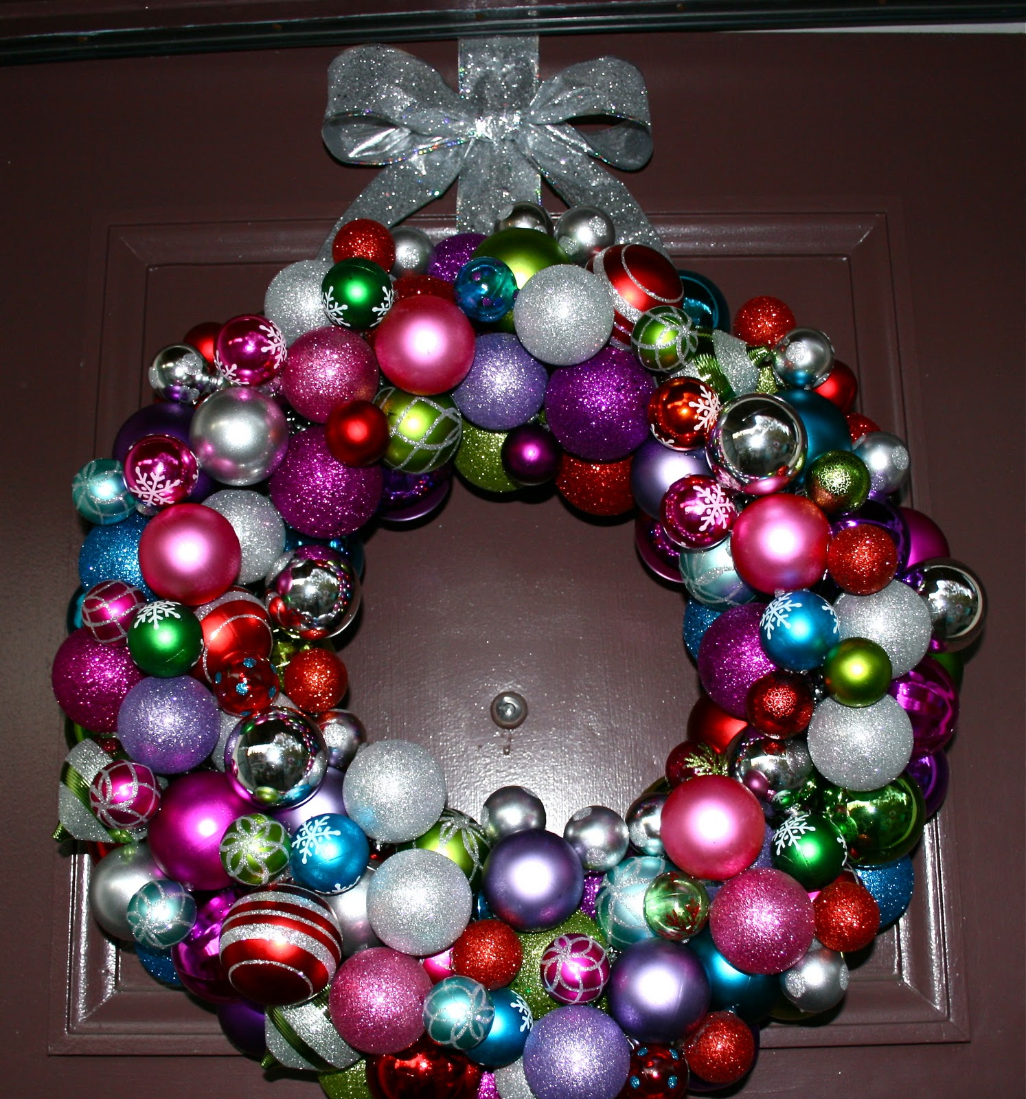 How to Make a Christmas Wreath out of Ornaments | Holidappy  |Christmas Ball Wreath
