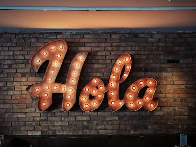 "Cartel de ""Hola"""