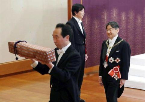 """Emperador de Japón espera ser """"símbolo del Estado y la unidad"""""""