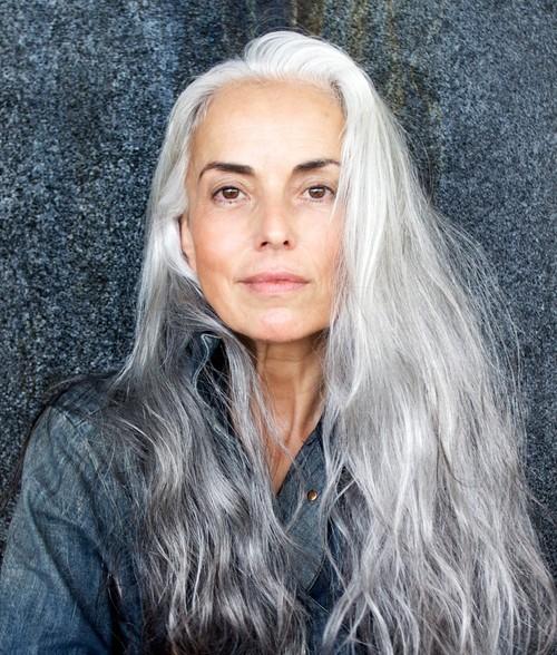 Top Kapsels en haarverzorging: Trend meer natuurlijk grijs haar &OQ76