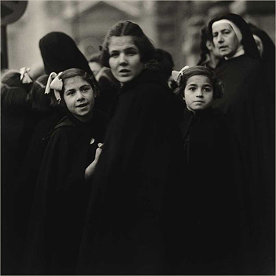 http://undr.tumblr.com/post/151273022667/diane-arbus-nuns-and-their-charges-italy-1952