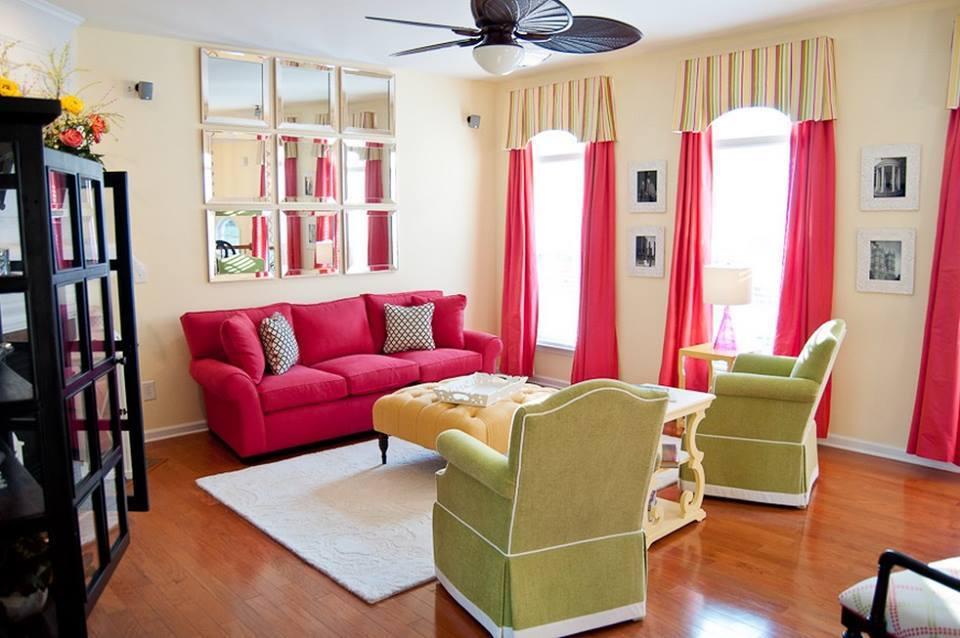 Ruang Keluarga Full Color Gorden Warna Mencolok