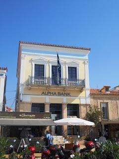 το κτίριο της Aplha Bank στην Αίγινα