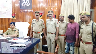 Absconding Accuse Arrested By Sultanpur Police Uttar Pradesh