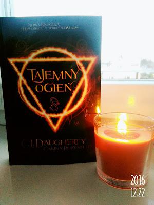 Tajemny Ogień - C.J.Daugherty, Carina Rozenfeld