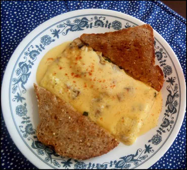 Quick and Easy Pre-workout Foods or Snacks,Egg-Omelet-with-whole-grains-bread