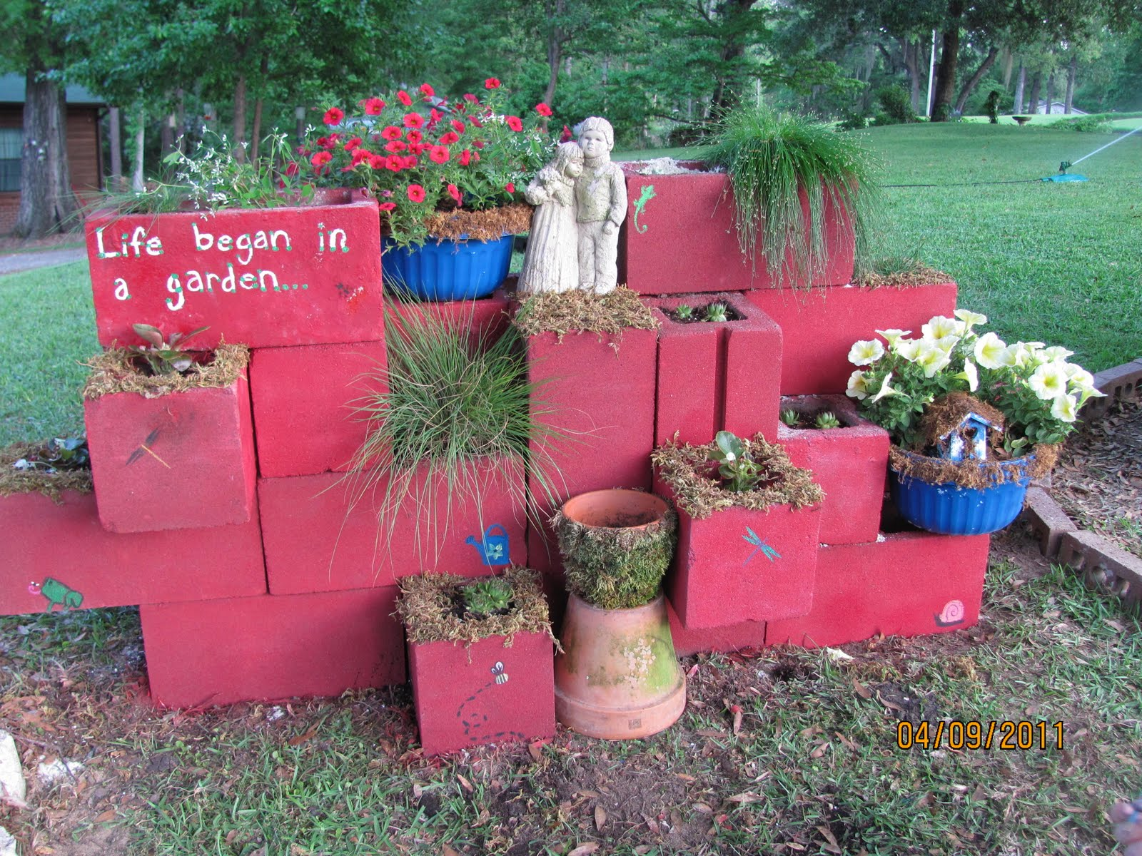 Block Garden: More Family And Flowers: Cinder Block Saturday--Gardening