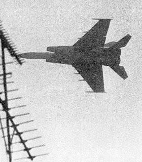 Il MiG di Belenko sorvola Hakodate.