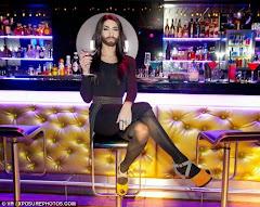 Η Conchita Wurst, ποζάρει και τραγουδάει –αποκλειστικά, για τον Εφραίμ της Νέας Μάκρης!