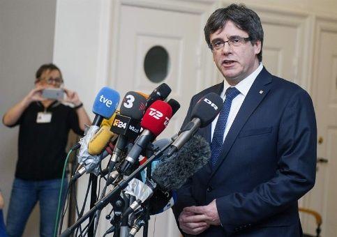 Puigdemont afirma que trabaja en volver a España para su investidura