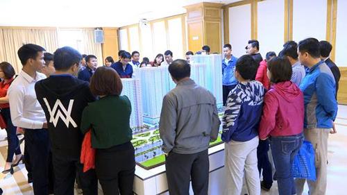 Rất đông khách hàng đã tham dự lễ mở bán căn hộ Eurowindow River Park