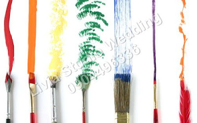 Bạn có thể mua cọ vẽ, màu nước tại các trường mỹ thuật