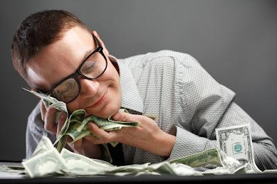 como atraer dinero facilmente, amor al dinero, amar el dinero