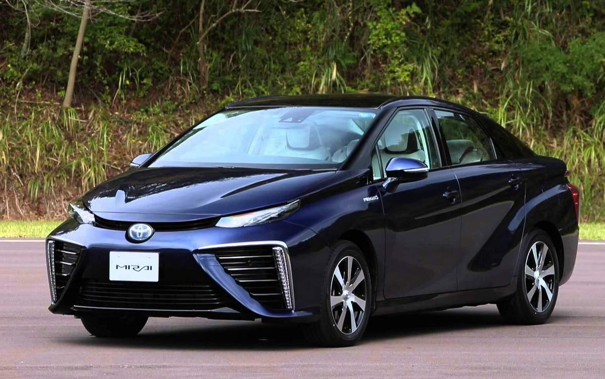 Toyota lançará 10 novos carros elétricos até 2020