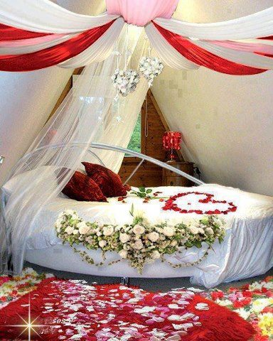 Bridal Bedroom Design With Classic Theme Is A Litle Bit Heavy But It Suitable For The Couples Who Like Luxury