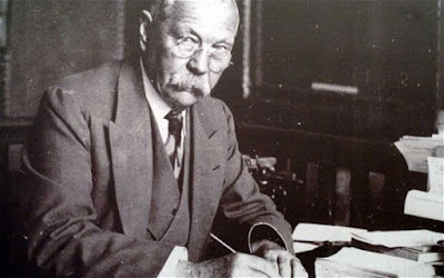 Father of Sherlock Holmes (or)  Sir Arthur Conan Doyle