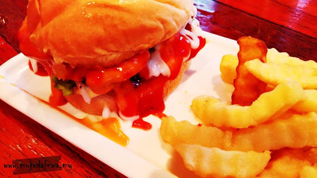 review villa harley cafe kota bharu