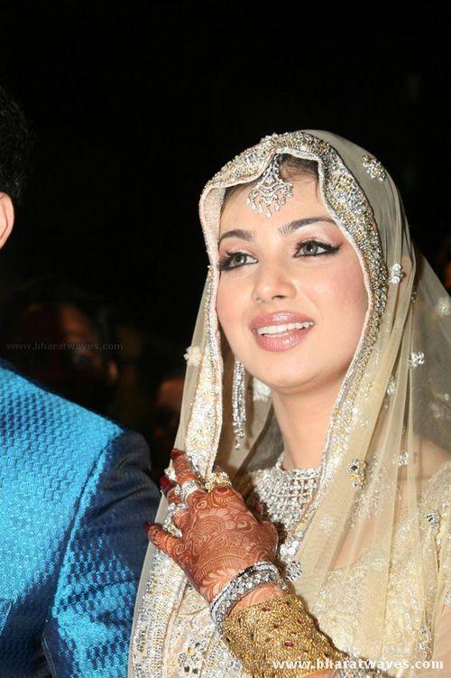 Ayesha Takia wedding dress |Shaadi