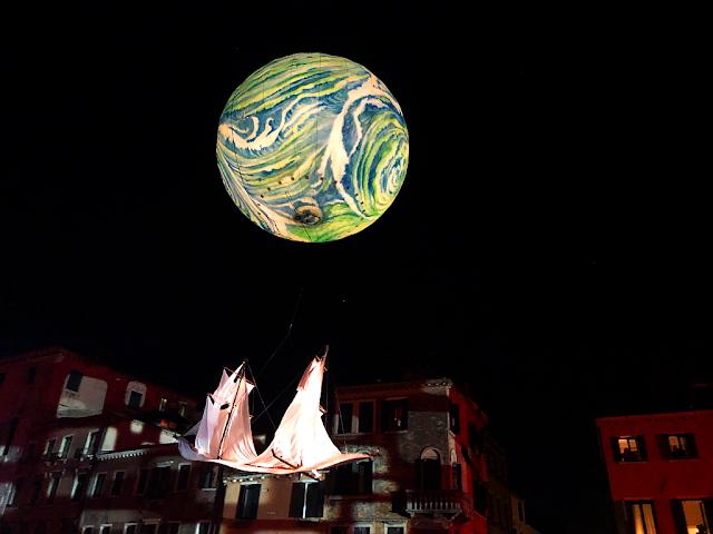 Vodní průvod Benátského karnevalu 2019 byl ve znamení dobývání Měsíce