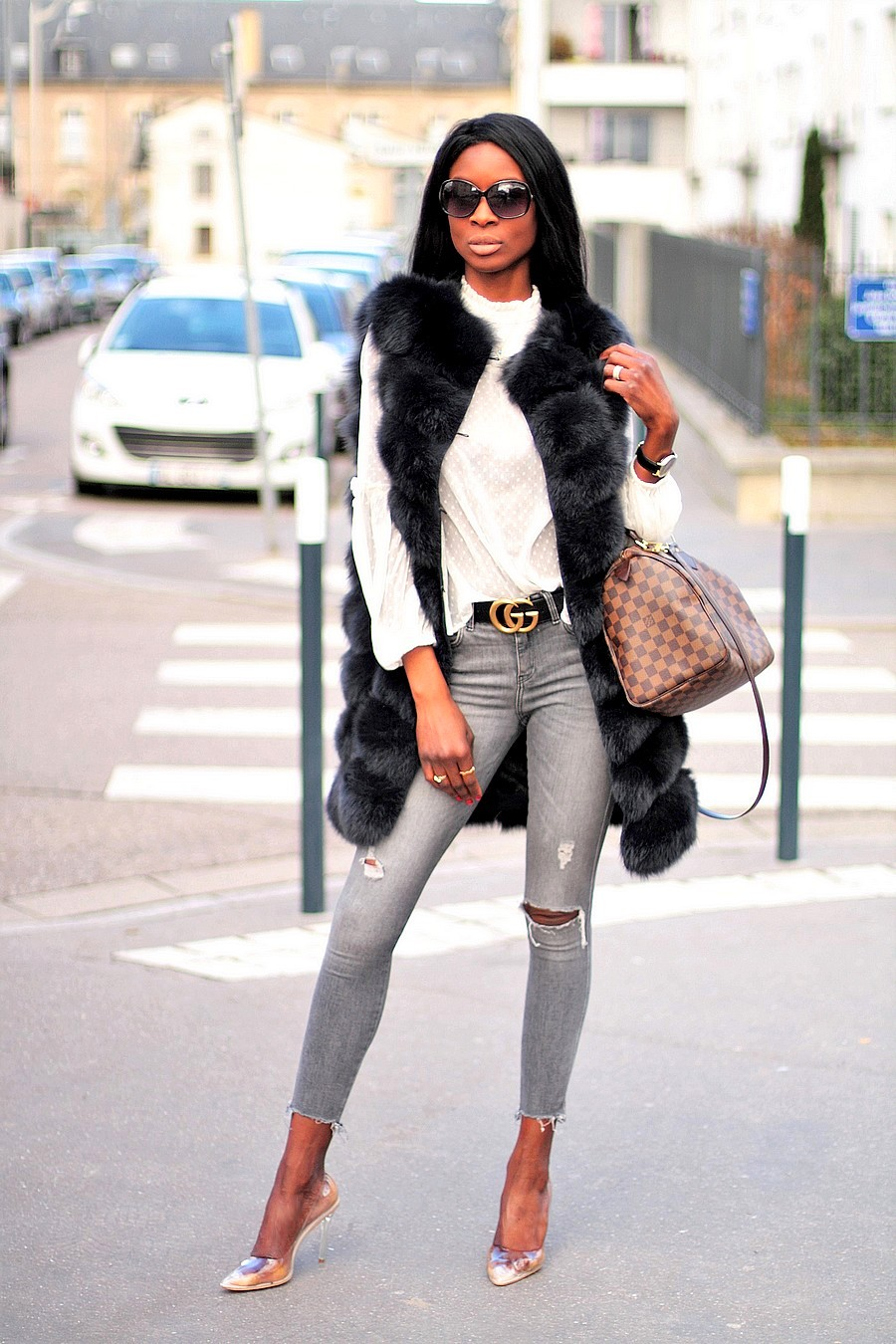 streetstyle-fashion-blogger-gucci-belt-fur-vest-ripped-jeans-clear-pumps