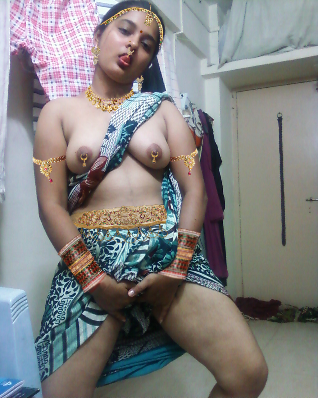 Indian Aunty Showing Boobs
