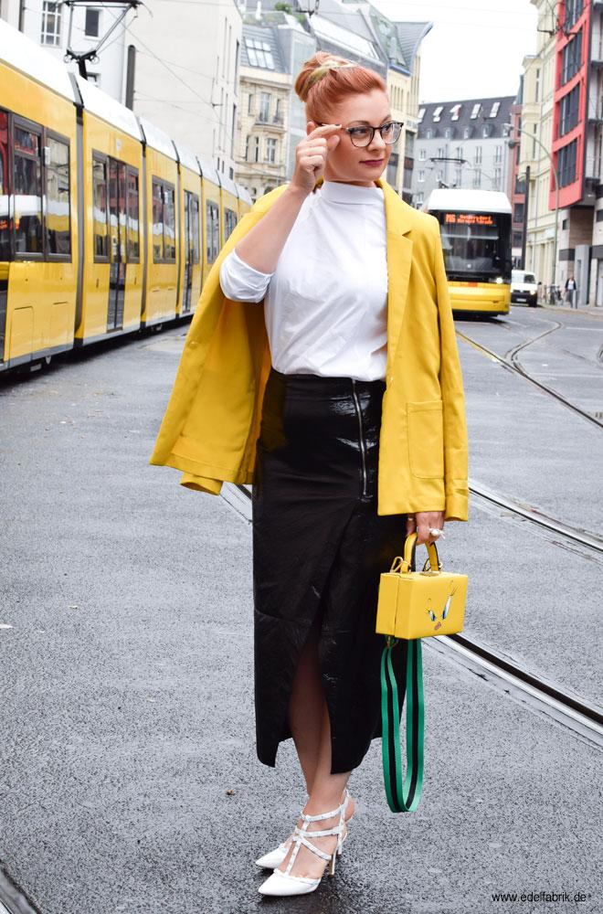 wie style ich schwarzes Lackleder mit weiß und gelb