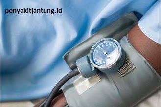 gambar pemeriksaan tekanan darah mandiri