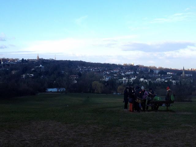La gente hace picnic a pesar del frío Hampstead