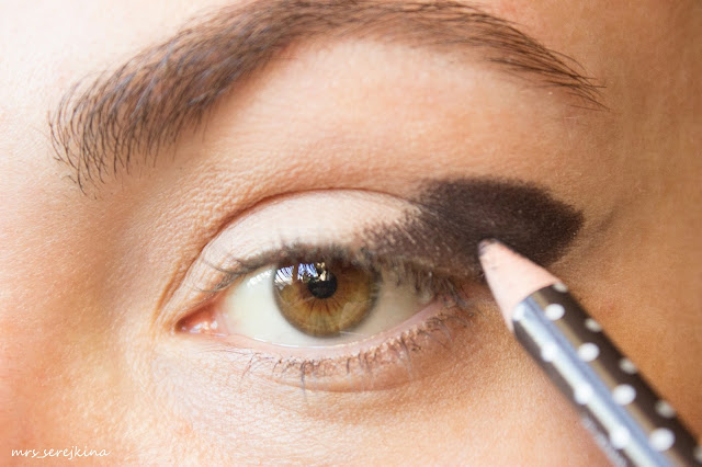 Universal evening make-up: step 3
