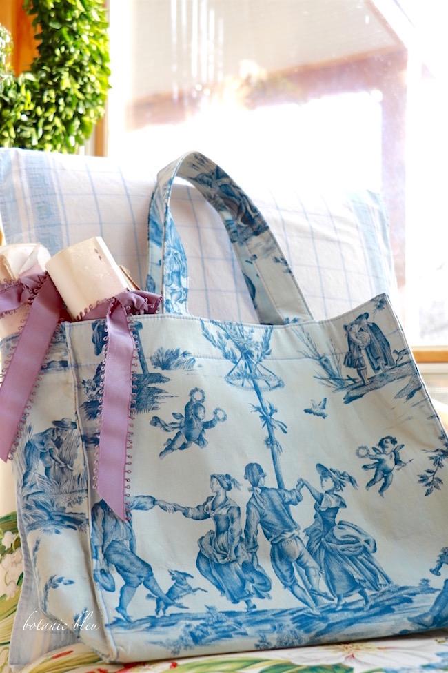 pierre-deux-delice-de-quatre-saisons-toile-blue-bag