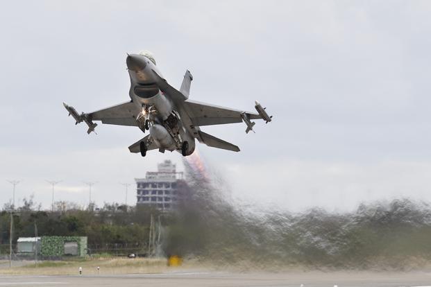 Israel lança 'ataque em grande escala' na Síria