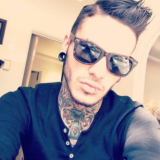 tatuaje en el cuello para hombre