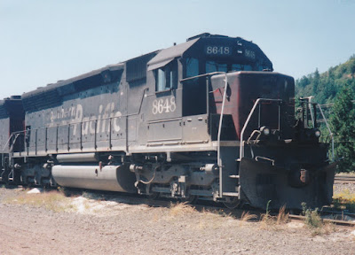 Southern Pacific SD40M-2 #8648 in Oakridge, Oregon, on July 18, 1997