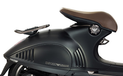 Vespa 946 Emporio Armani back side