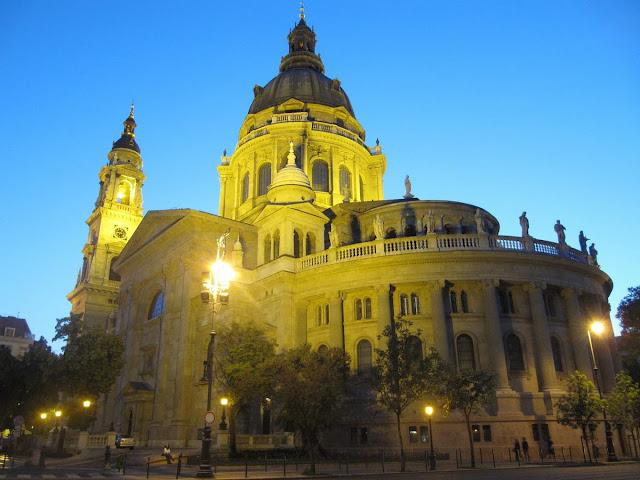 coro y cupula Basilica de San Esteban, iglesias Budapest, San esteban de noche, iglesias iluminadas