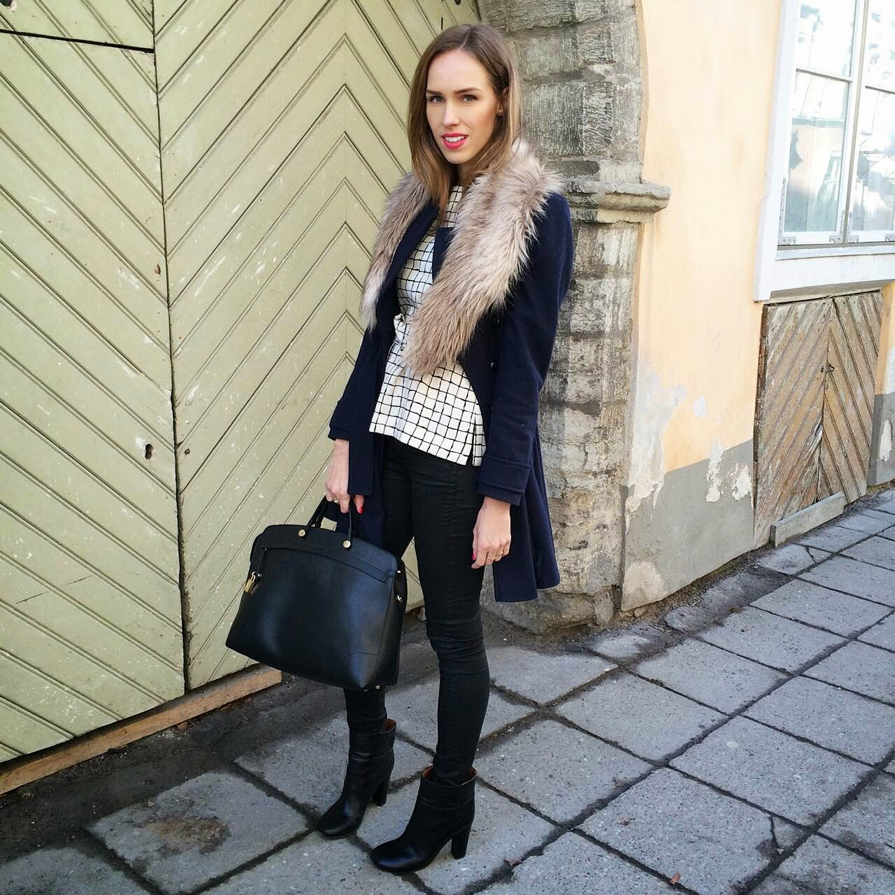 faux-fur-stole-gingham-top-outfit-winter-style-trend